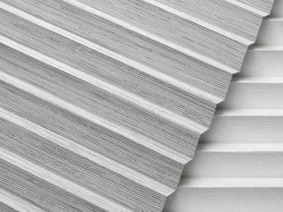 Textilní materiál pro skládané rolety plisé